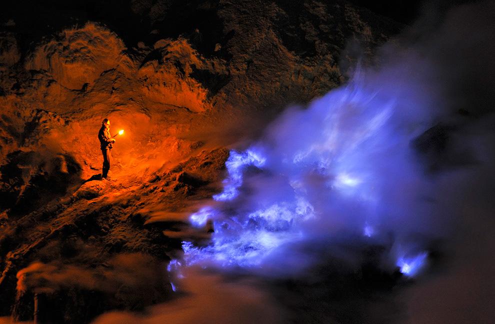 Excursie java blauw vuur nachttrekking ijen van verre